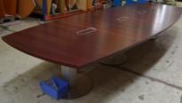 Stort møtebord / konferansebord fra ForaForm i mahogni finer, 550x180cm, 18-20 personer, pent brukt