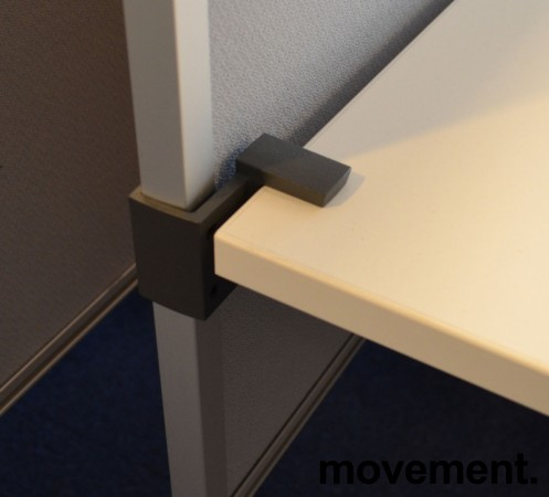 Kinnarps bordskillevegg i grått stoff, 180x65cm, pent brukt bilde 2