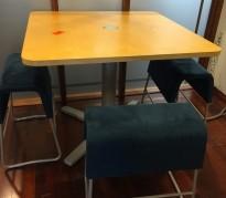 Møtebord / barbord i bjerk fra Materia, 110x110cm, høyde 90cm, pent brukt