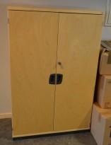 Kinnarps E-serie skap i bjerk, 3høyder, bredde 80cm, høyde 125cm, pent brukt