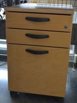 Kinnarps E-serie skuffeseksjon på hjul i bjerk, 3 skuffers, sort bøylehåndtak, pent brukt