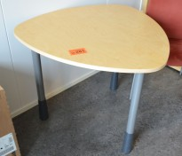 Lite triangelformet møtebord i bjerk, Kinnarps E-serie, 90x90cm, pent brukt