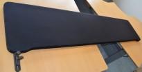 Bordskillevegg fra Lintex i sort, 180x40cm, pent brukt
