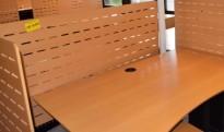 Bordskillevegg i bøk finer, 140x68cm, pent brukt