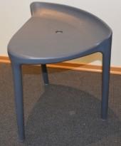 Liten designkrakk fra Pedrali i grå plast, Happy, 44,5cm sittehøyde, pent brukt