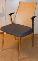 Konferansestol fra ForaForm, modell Viva II i bjerk/grått/krom, pent brukt