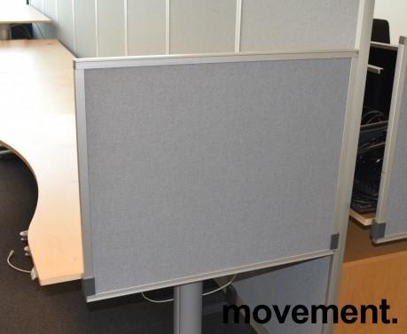 Kinnarps Rezon bordskillevegg i lys grå farge til kontorpult, 80cm bredde, 65cm høyde, pent brukt bilde 4
