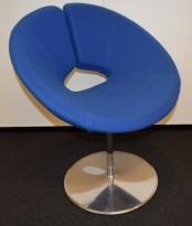 Loungestol i blått / krom fra Artifort, modell: Little Apollo, Design: Patrick Norguet, pent brukt