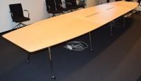 Stort møtebord fra Skandiform, i bjerk / krom, 570x120cm, passer 18-20 personer, pent brukt