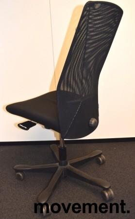 Kontorstol: Kinnarps 5000-serie i sort stoff / mesh, sort kryss, uten armlener, pent brukt bilde 4