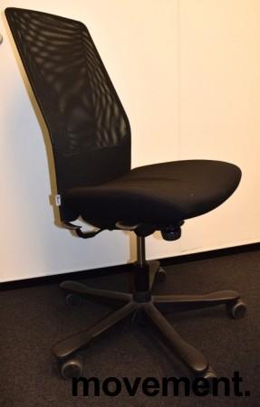 Kontorstol: Kinnarps 5000-serie i sort stoff / mesh, sort kryss, uten armlener, pent brukt bilde 1