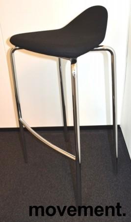 Barstol fra Materia, modell Plektrum i sort/krom, 78cm sittehøyde, pent brukt bilde 1