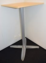 Ståbord i bjerk, kvadratisk plate 60x60cm, T-serie søylefot i krom, 110cm høyde, pent brukt