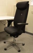 Savo XO HLN direktørstol, høy rygg, nakkepute og armlene, nytrukket i sort stoff, pent brukt