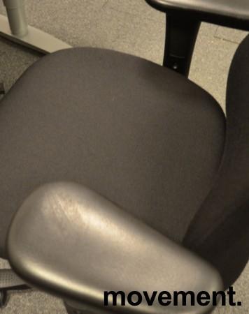 Kinnarps Synchrone Plus [8] / Freefloat Plus[6], med armlene og nakkepute, nytrukket i sort, pent brukt bilde 3