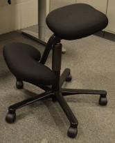 Håg Balans Vital, nyoverhalt og nytrukket i sort stoff, grått forkryss, pent brukt