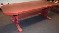 Stort spisestuebord i massiv heltre, rustikk rødbeiset, 225x100cm, pent brukt