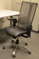 Kontorstol: Håg Inspiration H09, 9220 , mesh rygg, sete i sort skinn, krom kryss og detaljer, pent brukt