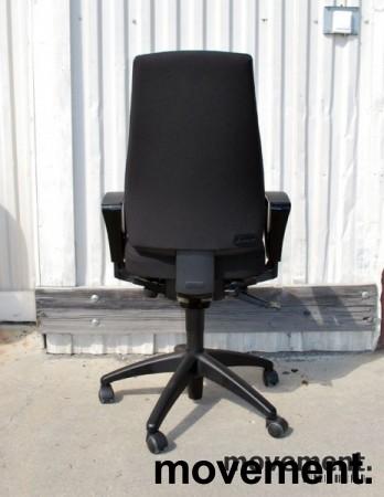 Kinnarps FreeFloat 6000 / Synchrone 8000 med armlener, Y-rygg, nytrukket i sort, pent brukt bilde 4