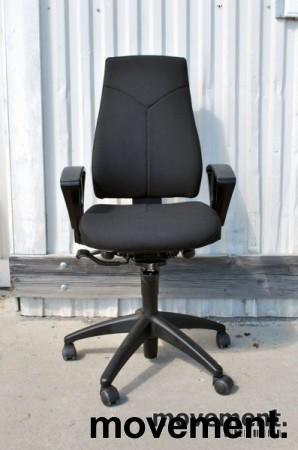 Kinnarps FreeFloat 6000 / Synchrone 8000 med armlener, Y-rygg, nytrukket i sort, pent brukt bilde 2