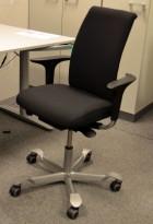 Håg H05 5500 kontorstol i sort, nytrukket, med armlener, pent brukt