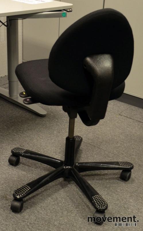 HÅG H04 4000 Credo enkel kontorstol,nytrukket i sort stoff