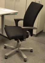 Håg H04 4600 kontorstol i sort, nytrukket, med armlener, pent brukt