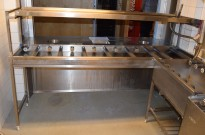 Rack for oppvask for kantine, i rustfritt stål, 220cm bredde, med ruller og sorteringshull, brukt