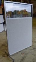 Torco skillevegg i grått stoff med grå omramming, vindu i toppen, 123x182cm, pent brukt