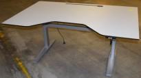 Elektrisk hevsenk skrivebord rektangulær plate i lys grå, 160x100, innsving/magebue, pent brukt