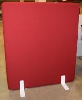 Frittstående skillevegg i rødt, med hvite ben, 120cm bredde, 140cm høyde, pent brukt