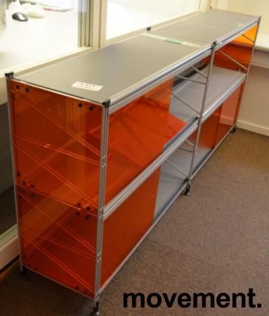 Caimi Socrate designskap / skjenk i grålakkert metall med skyvedører i orange plexi, 2H, bredde 195cm, pent brukt bilde 2