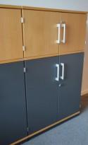 Kinnarps skap med dører i eik / mørk grå, 3 permhøyder, 80cm bredde, 125cm høyde, pent brukt