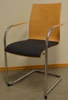 Konferansestol / stablestol fra Brunner i bøk / mørk grått stoff / krom, pent brukt