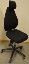 RBM 921 kontorstol i sort stoff med nakkepute, pent brukt