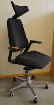 Savo S3 kontorstol i sort stoff / krom med nakkepute og armlene, pent brukt