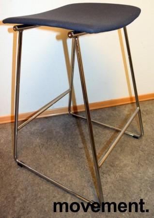 Barkrakk / barstol fra Randers+Radius i grått/krom, mod: Sharp, 69,5cm sittehøyde, pent brukt bilde 1