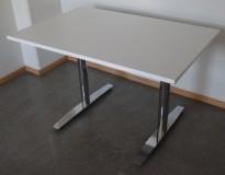Lekkert kompakt møtebord / arbeidsbord / skrivebord i hvitt / krom, 120x80cm, pent brukt med ny bordplate