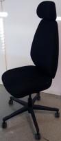 Kontorstol fra EFG, modell ALLEGRO, i sort stoff, nakkepute, uten armlene, pent brukt