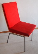 Konferansestol fra EFG, modell WOODS i bjerk, rød comfort, pent brukt