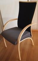Komfortable møteromsstol fra Helland, Boss-serie i bjerk / grått / sort, pent brukt