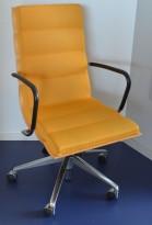 ForaForm Getz konferansestol i sennepsgult stoff / bjerk / krom, pent brukt