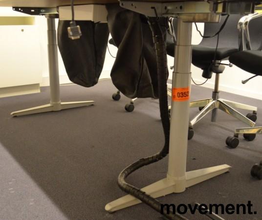 Møtebord / konferansebord med elektrisk hevsenk i hvitt fra Edsbyn, 220x110cm, passer 6-8 personer, pent brukt bilde 5