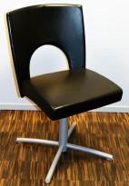 Kinnarps Yin 238 konferansestol / besøksstol i sort skinn, grålakkert understell, pent brukt