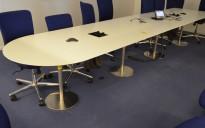 Møtebord i hvitt / satinert stål, 460x100cm, avrundet ende, passer 14-16 personer, pent brukt