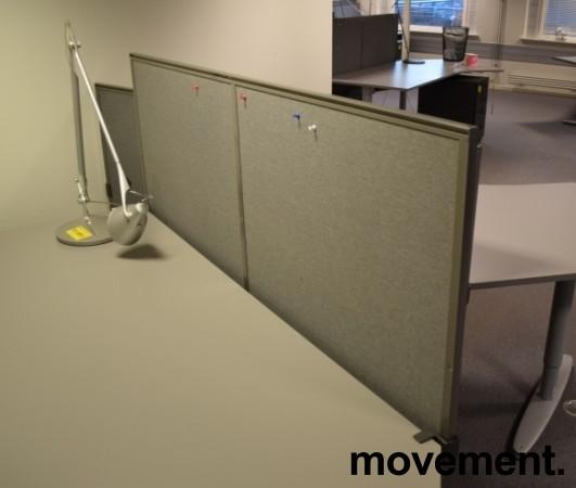 Kinnarps Rezon 160cm bred, grå bordskillevegg til kontorpult, 65cm høyde, pent brukt bilde 3