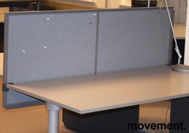 Kinnarps Rezon 160cm bred, grå bordskillevegg til kontorpult, 65cm høyde, pent brukt bilde 1