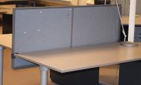 Kinnarps Rezon 160cm bred, grå bordskillevegg til kontorpult, 65cm høyde, pent brukt