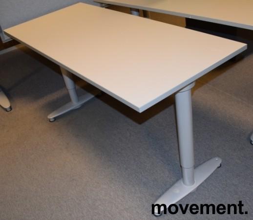 Avlastningsbord printerbord i gråttfra Kinnarps T serie, 140x60cm, pent brukt
