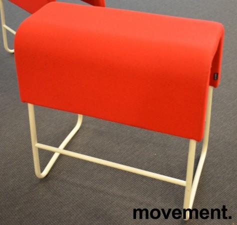 Materia Plint barpall / barkrakk i rødt stoff / hvitt, bredde 58cm, høyde 65cm pent brukt bilde 2